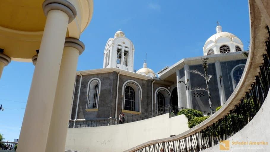 Kostarika, Cartago, bazilika Panny Marie andělské (BasilicaofOurLadyoftheAngels)