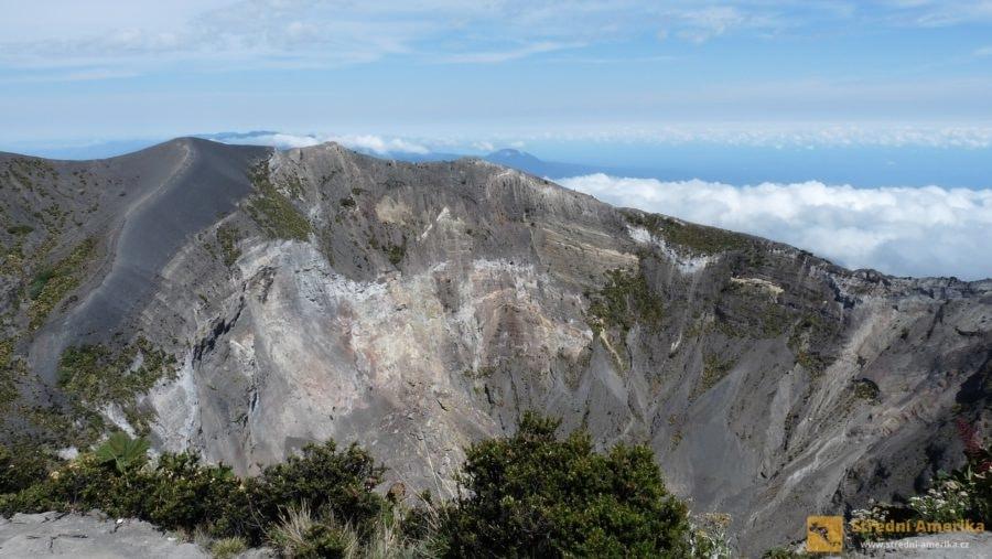 Kostarika, kráter vulkánu Irazú