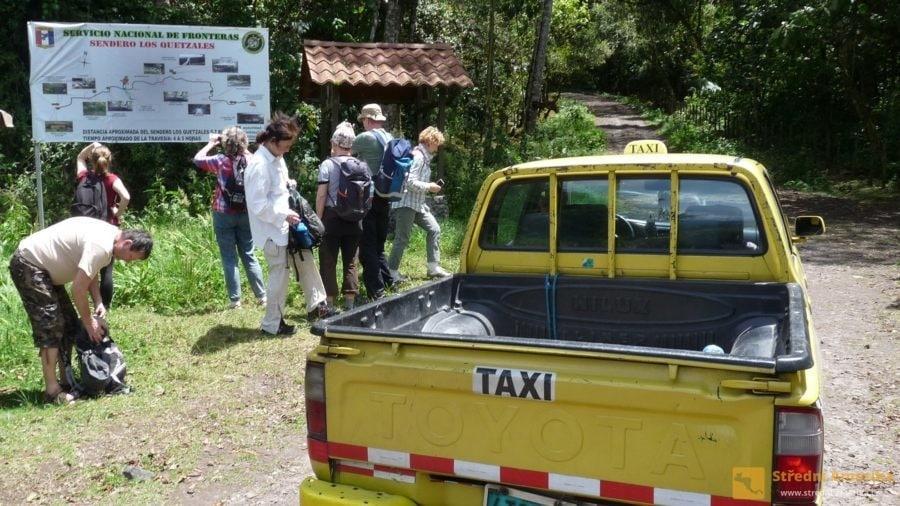 Jedna z možných podob vícemístného taxi. Počátek Kvesalí stezky od Cerra Punta