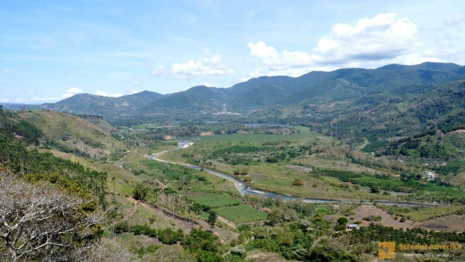 Kostarika, údolí Orosí, Orosi River Valley