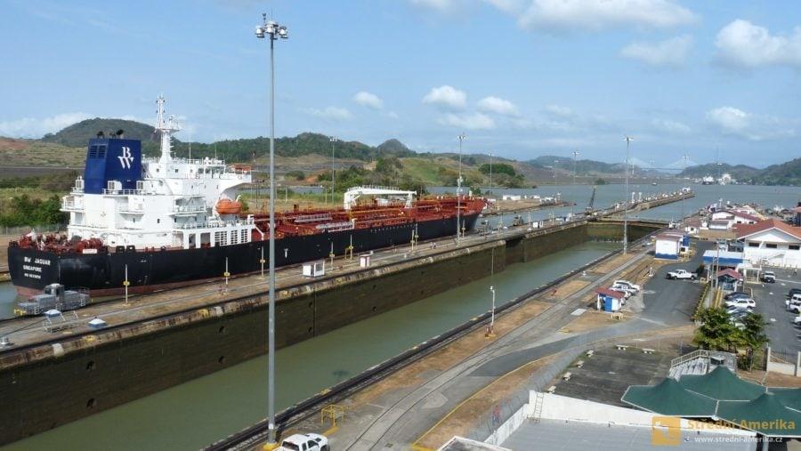 Panama, zdymadla Miraflores, pohled ke Karibiku