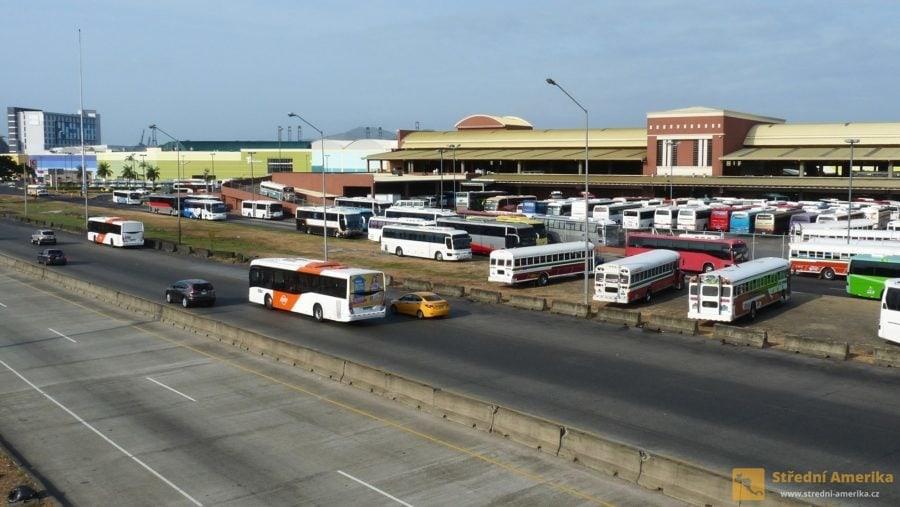 Doprava do Colónu zPanama City je možná autobusy. Odjíždějí z hlavního terminálu Albrook.