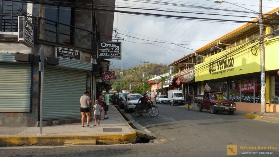 Quepos, výchozí bod do národního parku Manuel Antonio