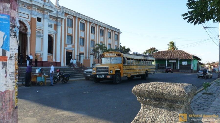 Granada: Do města je snadné dostat se autobusem.