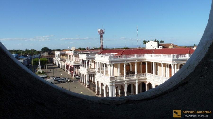 Nikaragua, Granada: pohled z okna ve věži katedrály.