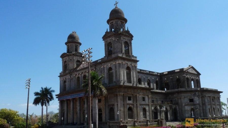 Managua, Plaza de la República. Kostel, který přestál dvě zemětřesení.