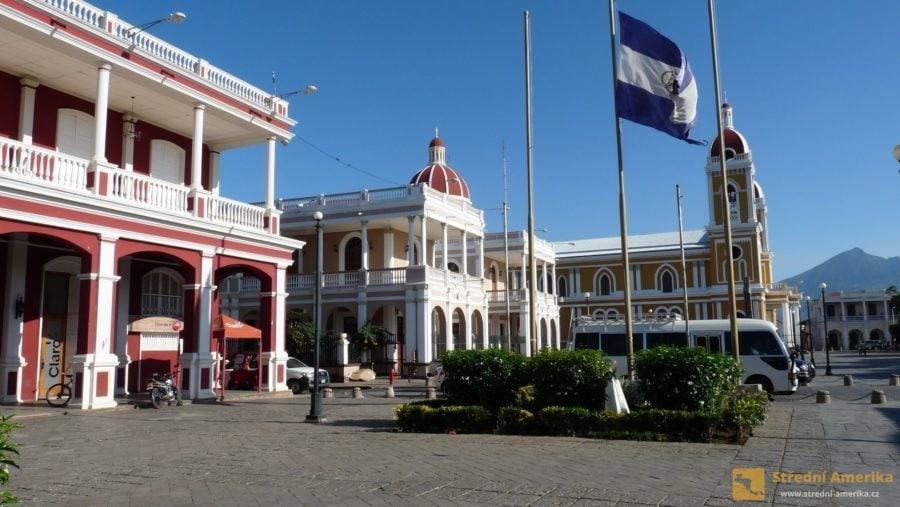 Granada: Koloniální domy na Centrálním náměstí