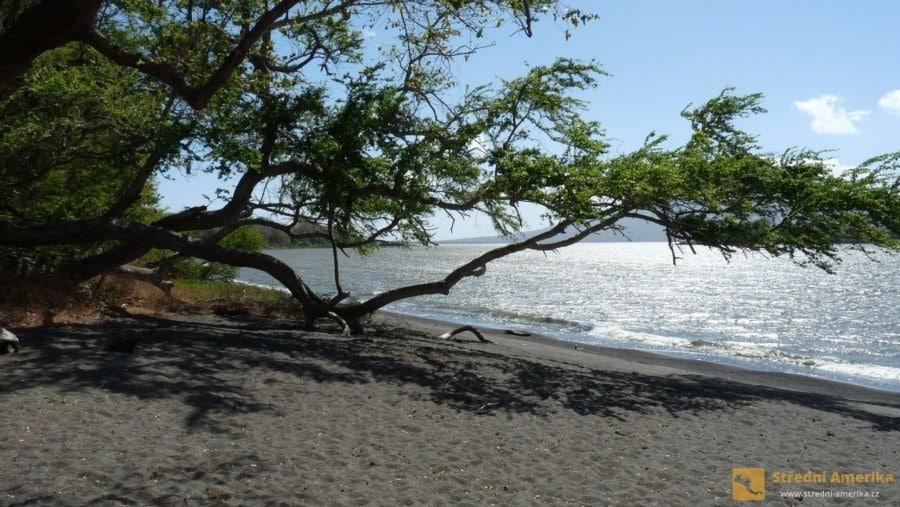 Ometepe, pláž Bancon v biosférické rezervaci Charco Verde