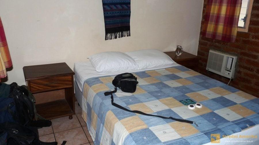 Nikaragua, San Juan del Sur. Levné ubytování s hygienickou buňkou a televizí.