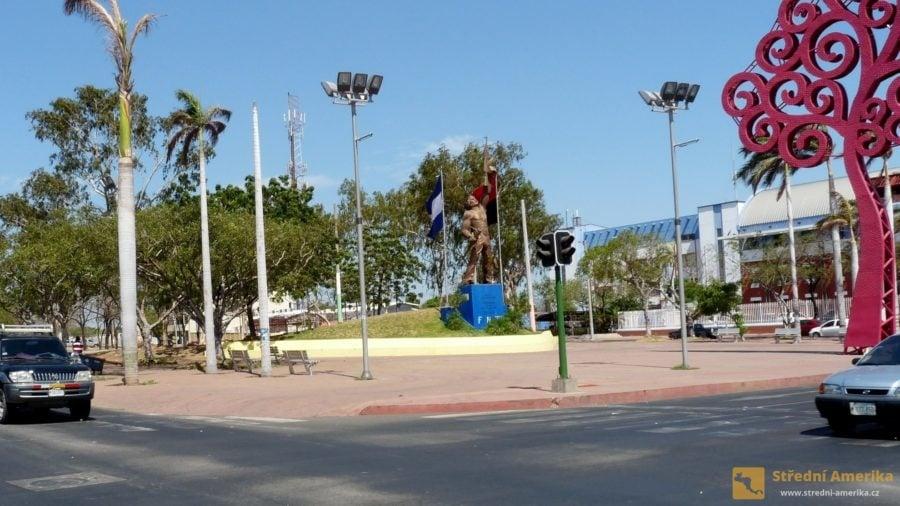 Managua, jeden z památníků revolucionářů