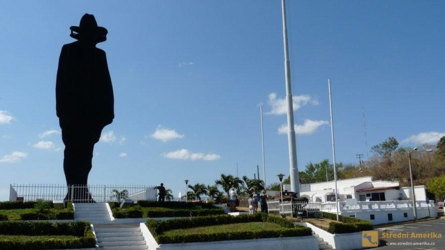 Managua: Sandinův pomník na vrchu Tiscapa