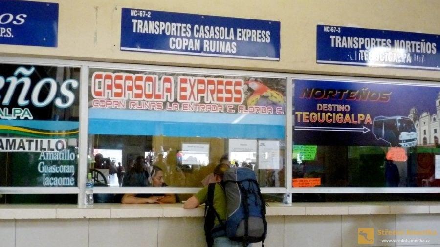 Do Copánu jezdí přímé autobusové linky, z některých míst také kyvadlová doprava.