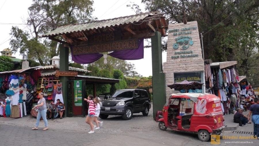 Guatemalaa, Panajachel. Mototaxi jezdí po městě za jednotnou cenu.