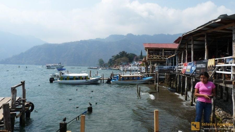 Guatemala, Panajachel, přístav v ústí ulice Calle Santander.