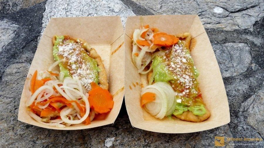 Guatemala. Empanada, empanadas, smažené plněné taštičky