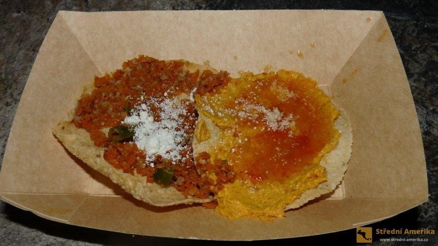 Guatemala, tacos, oblíbené pouliční jídlo mnoha