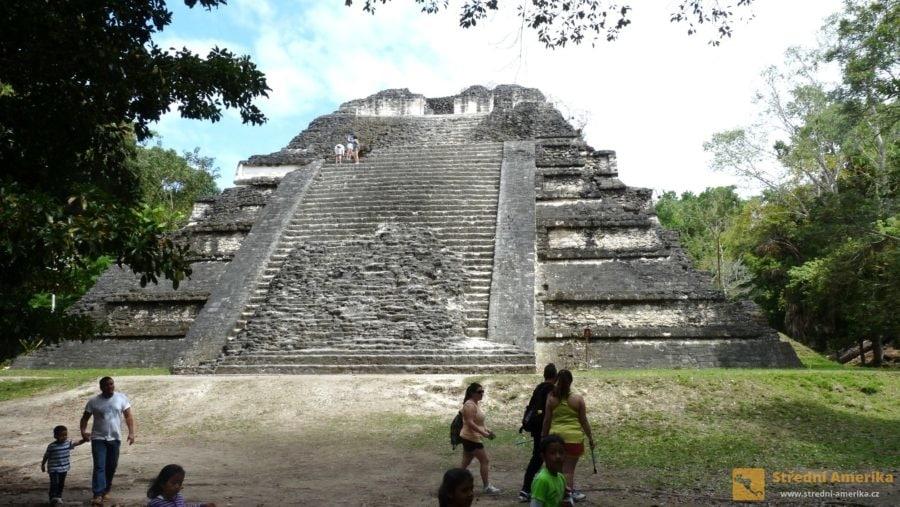 Guatemala. Zbytky mayského Tikalu jsou od roku 1979 na seznamu světového dědictví UNESCO.