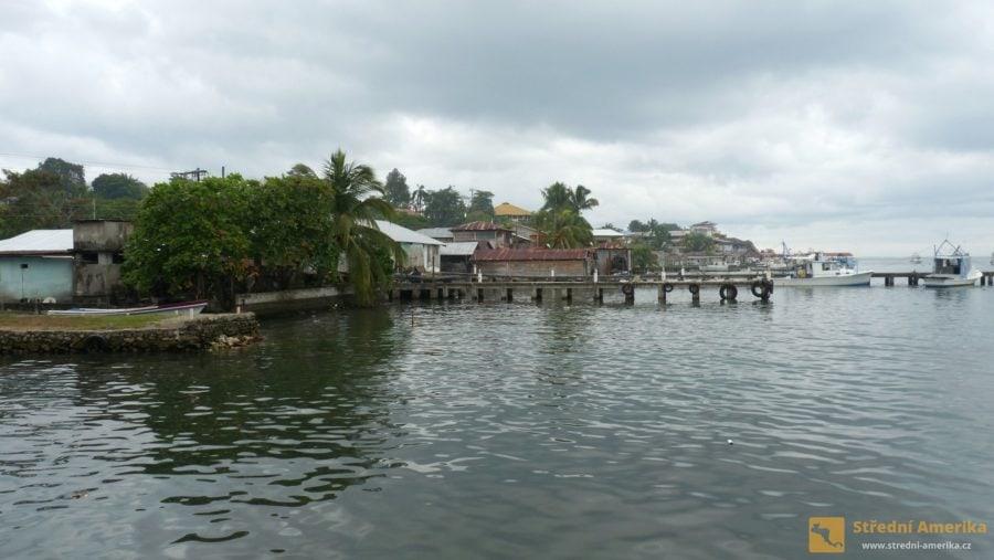 Guatemala, přístav v Livingstonu.