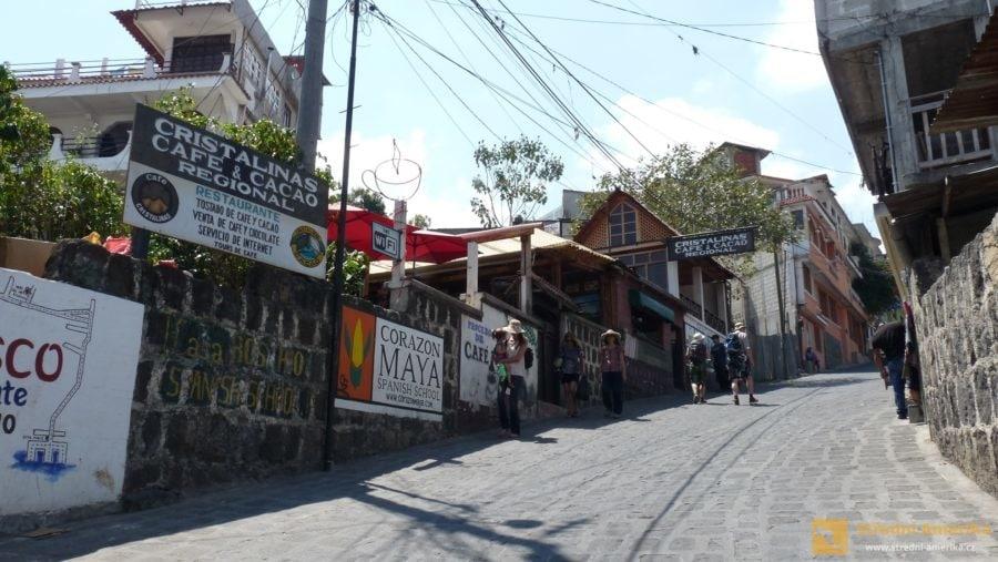 Od přístavu do centra San Pedro La Luna ulice strmě stoupají.