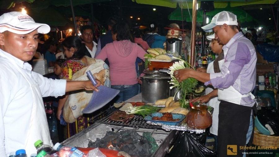 Zatímco křesťané v Evropě mají půst, v Antigui na Zelený čtvrtek začíná třídenní přejídání.