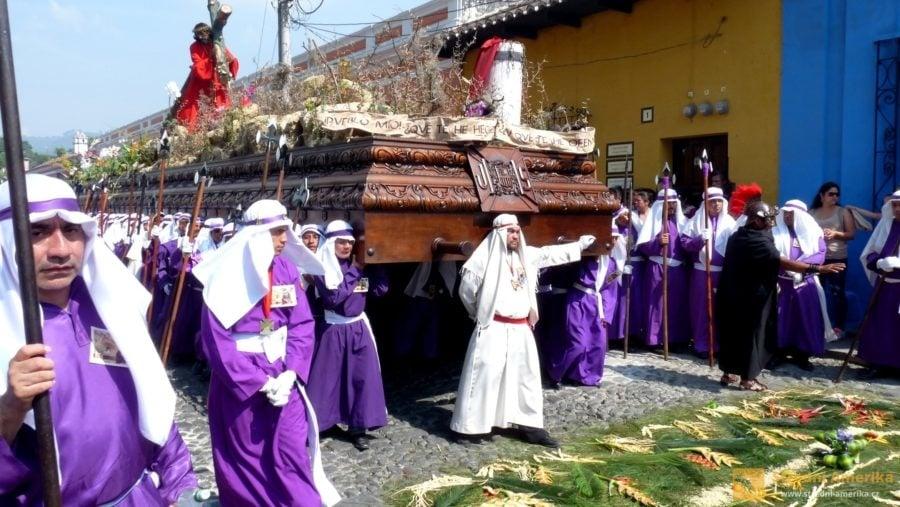 Antigua Guatemala, průvod na Velký pátek